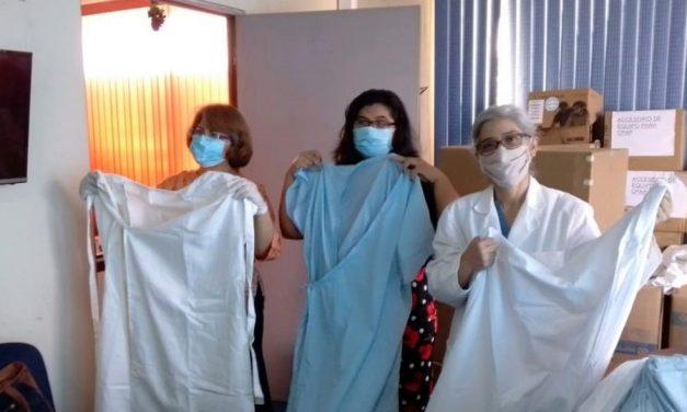 Sociedad de Socorro elabora batas y sábanas para un hospital en El Salvador