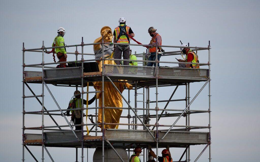 La estatua del ángel Moroni está siendo removida del Templo de Salt Lake, hoy