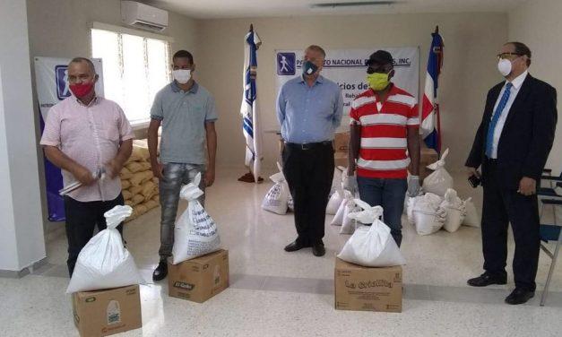 La Iglesia de Jesucristo dona alimentos para no videntes en República Dominicana