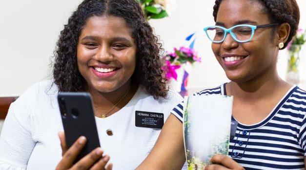 """""""Alguien escucha"""": La nueva campaña digital misional durante la pandemia en República Dominicana y Puerto Rico"""