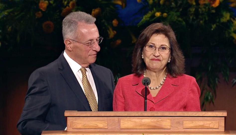 El élder Soares inspira a líderes de SEI con la historia de conversión de su esposa