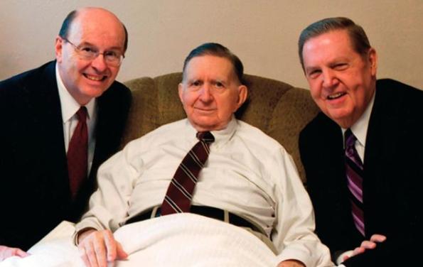 Lo que el élder Holland y élder Cook aprendieron de su presidente de Misión