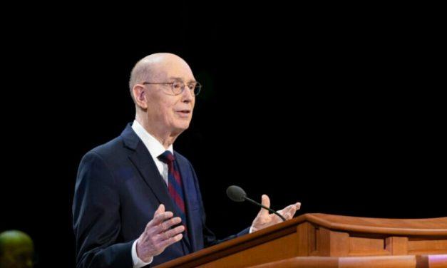 """Presidente Eyring: """"No estamos solos al servir en la obra del Señor"""""""