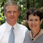 élder Bednar y su esposa
