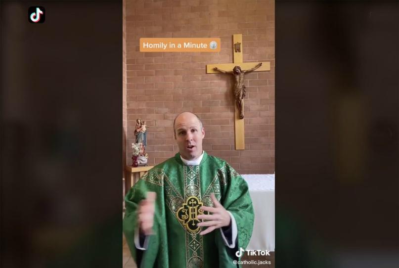 El padre Matt Lowry