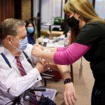 Apóstoles reciben la vacuna del COVID-19