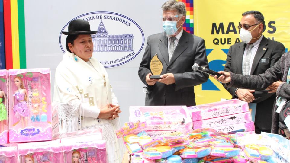 donación de juguetes en Bolivia