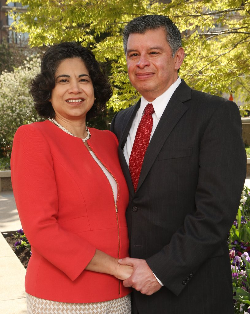 hermana Aburto y esposo