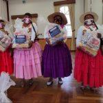donación artesanas de las islas los uros