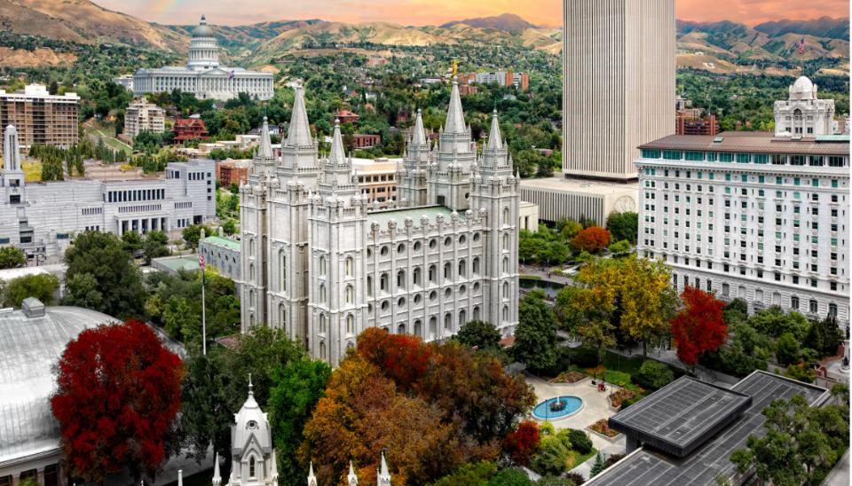 Recordando al élder Dean M. Davies, quien dijo que la Manzana del Templo se convirtiría en un destino cristiano como el Vaticano