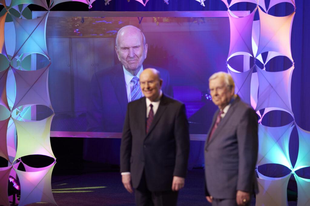 élder Ballard y élder Cook y presidente Nelson