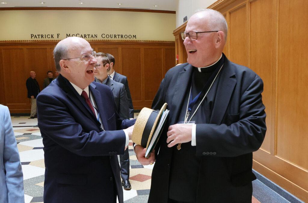 élder Cook en cumbre de libertad religiosa
