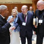 un apóstol, un cardenal católico, una erudita pentecostal y un rabino