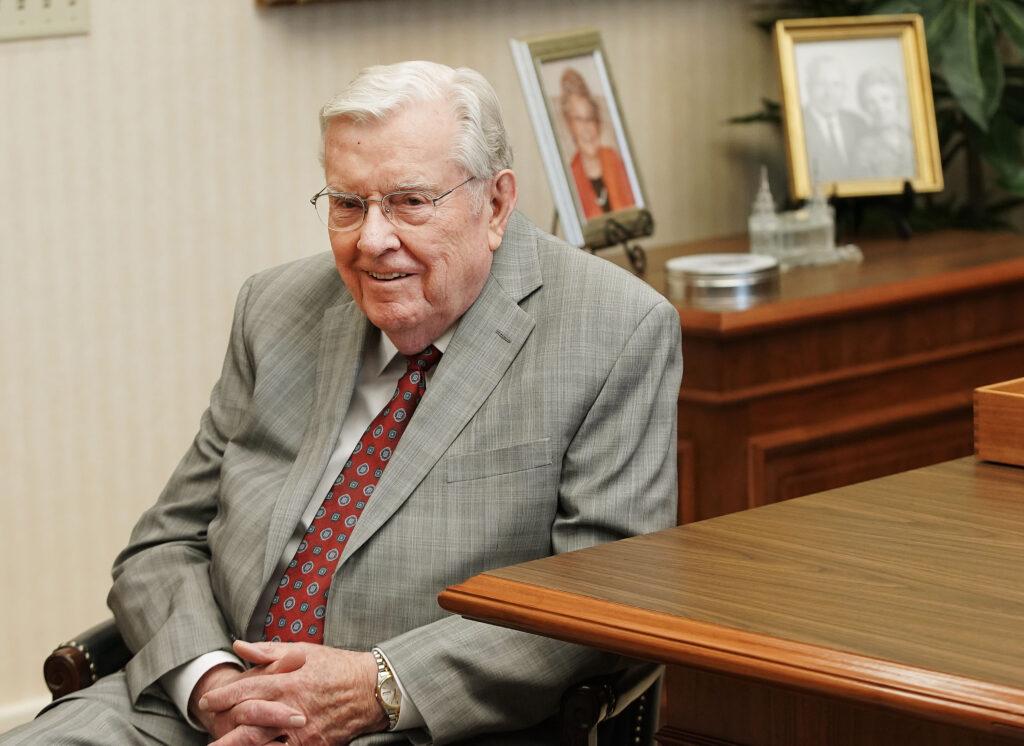 presidente Ballard - Apóstoles concilio