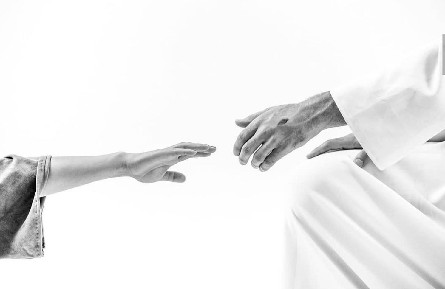 Élder Holland: Con las manos llenas de clavos, Jesucristo se niega a dejarnos ir hasta que estemos a salvo