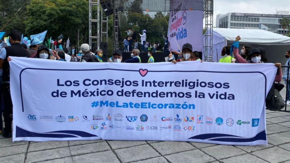 Marcha en defensa a la mujer y la vida México